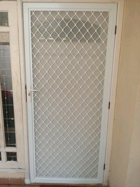 Jual pintu alumunium-pintu kasa nyamuk-cover pintu di Lapak APRILIA  ALUMUNIUM | Bukalapak